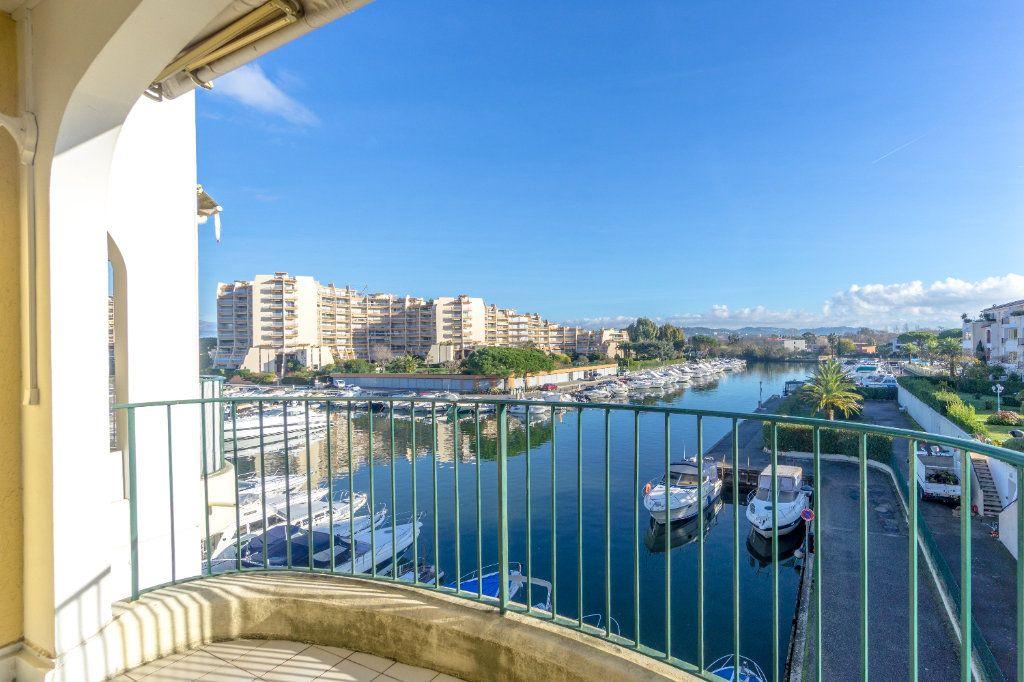 Appartement à louer 3 73.04m2 à Mandelieu-la-Napoule vignette-5