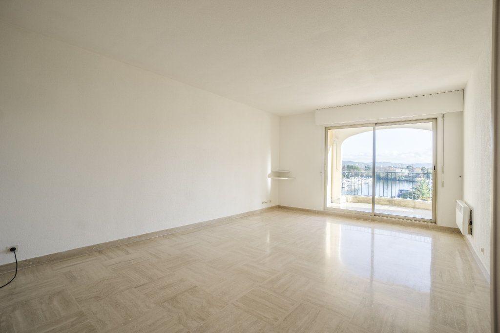 Appartement à louer 3 73.04m2 à Mandelieu-la-Napoule vignette-7
