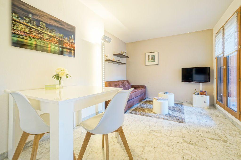 Appartement à louer 1 26.87m2 à Mandelieu-la-Napoule vignette-2