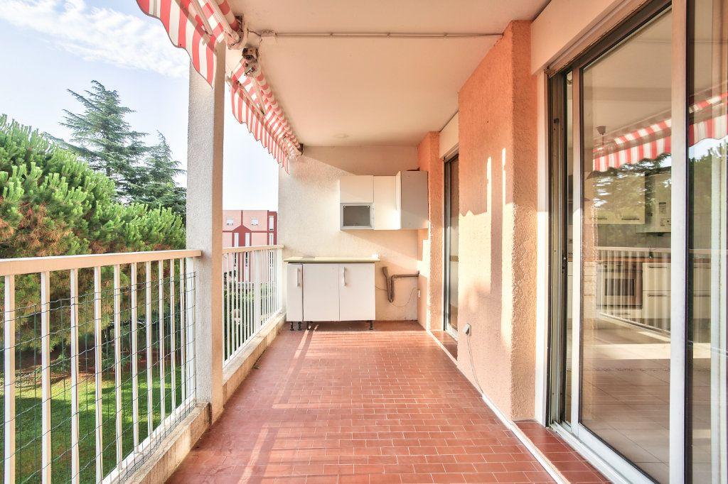 Appartement à louer 3 61.25m2 à Mandelieu-la-Napoule vignette-3