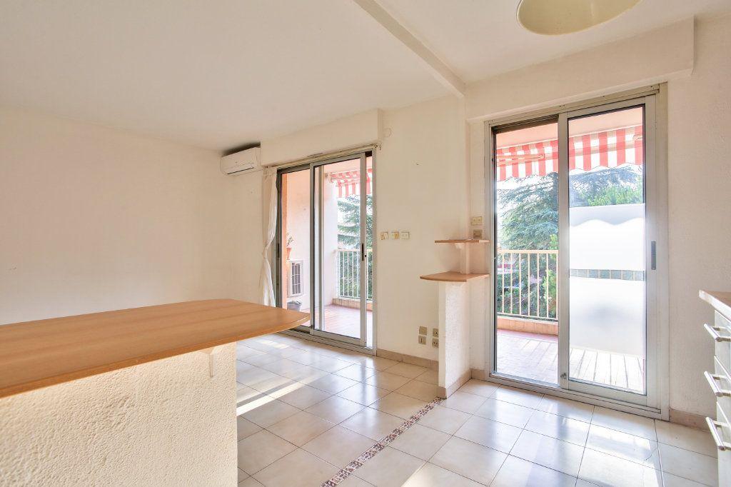 Appartement à louer 3 61.25m2 à Mandelieu-la-Napoule vignette-7