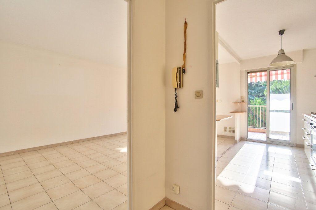 Appartement à louer 3 61.25m2 à Mandelieu-la-Napoule vignette-9