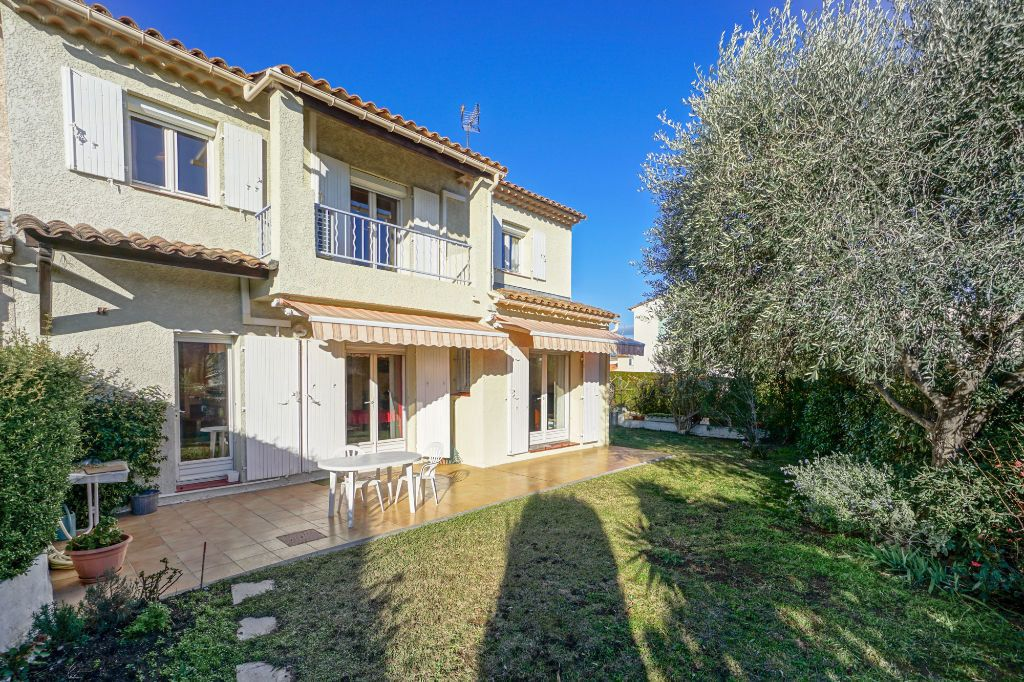 Maison à vendre 5 110m2 à Mandelieu-la-Napoule vignette-1