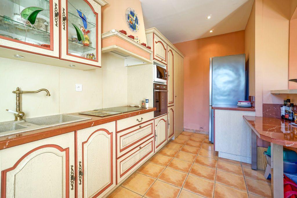 Maison à vendre 5 110m2 à Mandelieu-la-Napoule vignette-9