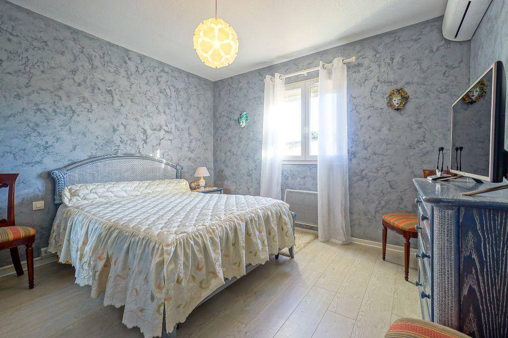 Maison à vendre 5 110m2 à Mandelieu-la-Napoule vignette-10