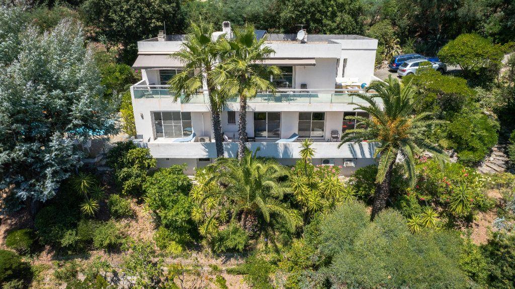 Maison à vendre 7 238m2 à Fréjus vignette-1