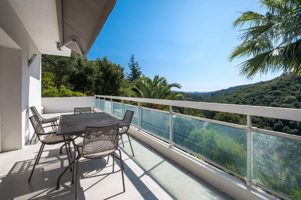 Maison à vendre 7 238m2 à Fréjus vignette-6