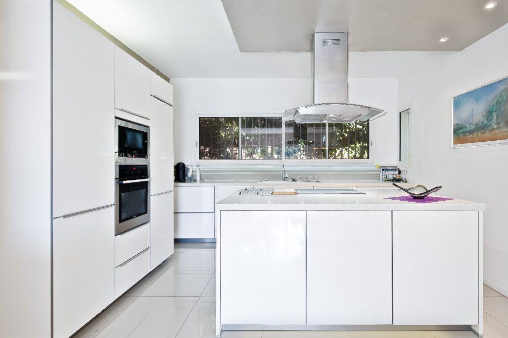 Maison à vendre 7 238m2 à Fréjus vignette-8