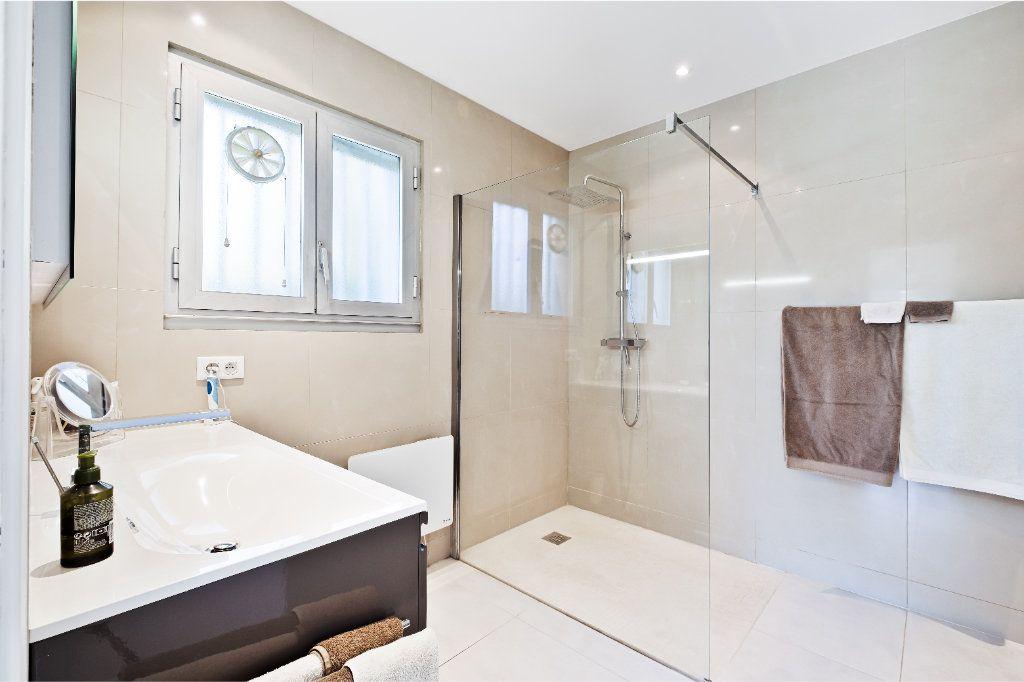 Maison à vendre 7 238m2 à Fréjus vignette-10