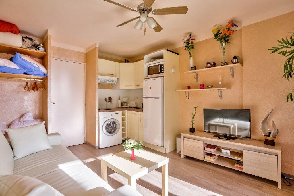 Appartement à louer 1 20m2 à Mandelieu-la-Napoule vignette-1