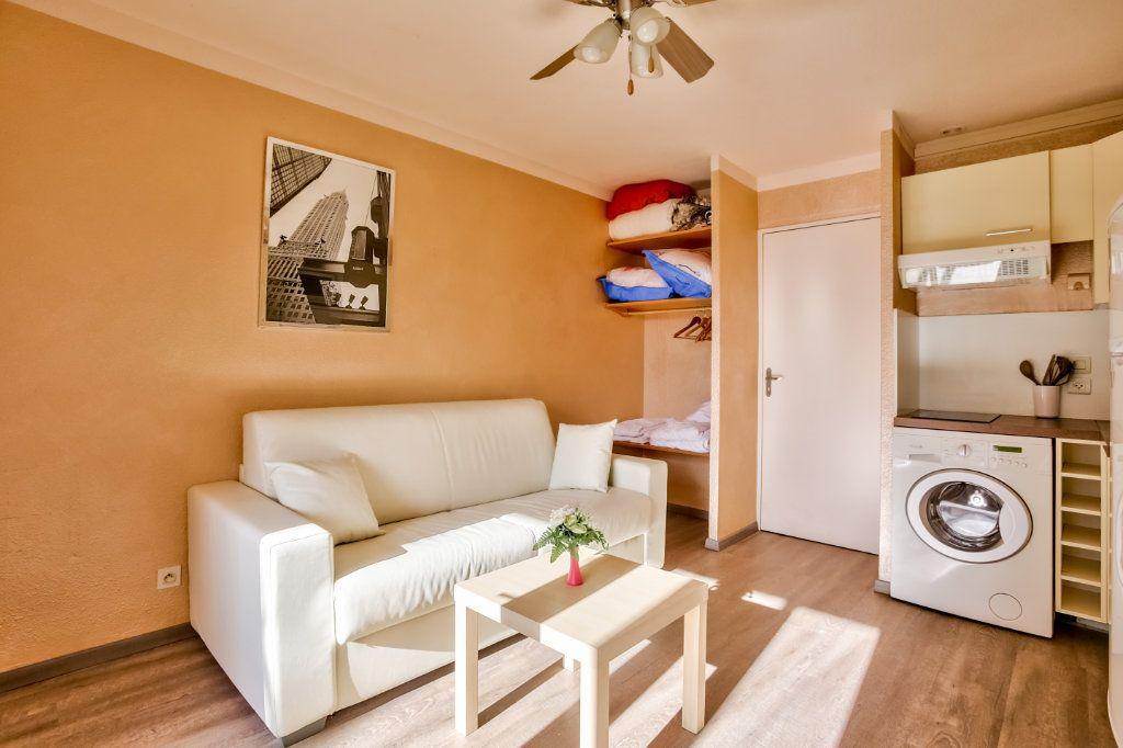 Appartement à louer 1 20m2 à Mandelieu-la-Napoule vignette-3