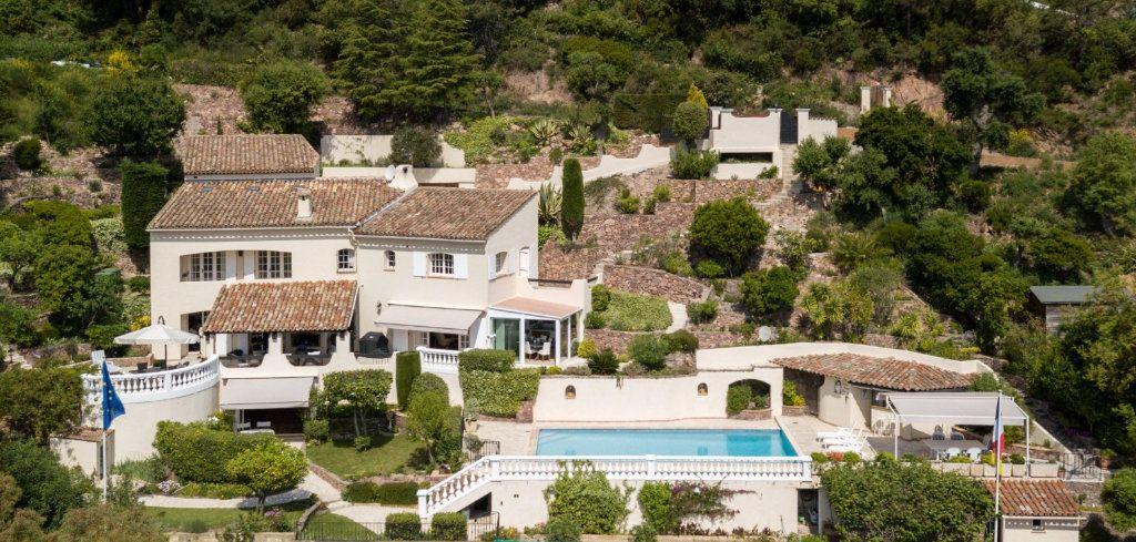 Maison à vendre 7 230m2 à Fréjus vignette-1