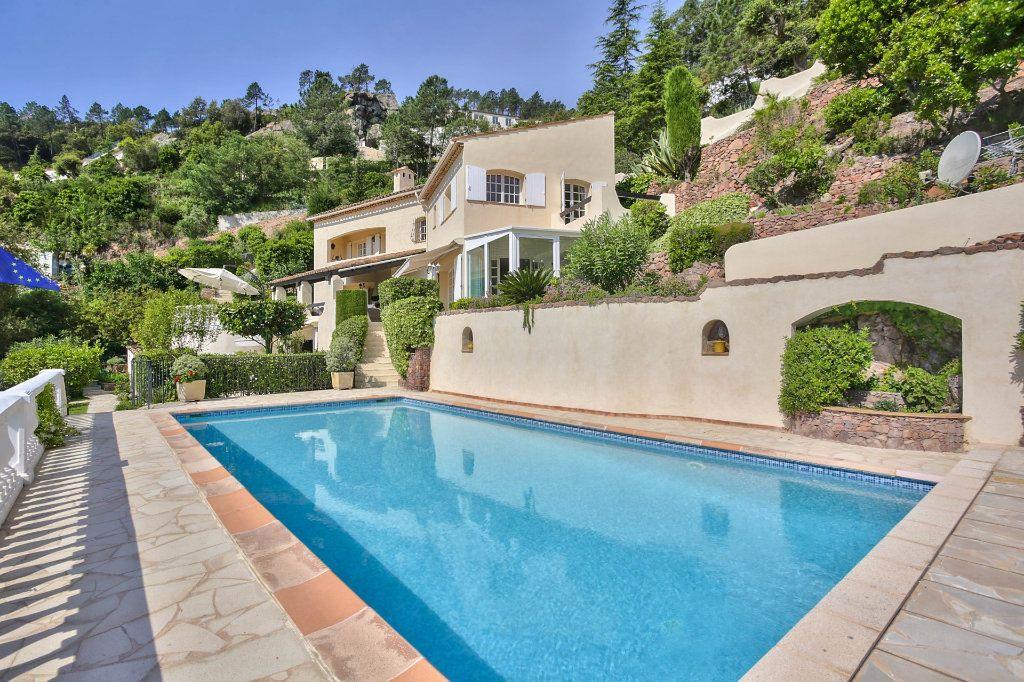 Maison à vendre 7 230m2 à Fréjus vignette-4