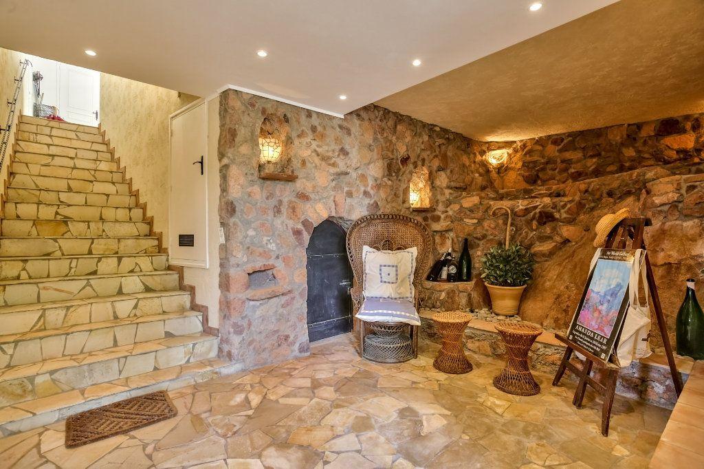 Maison à vendre 7 230m2 à Fréjus vignette-16