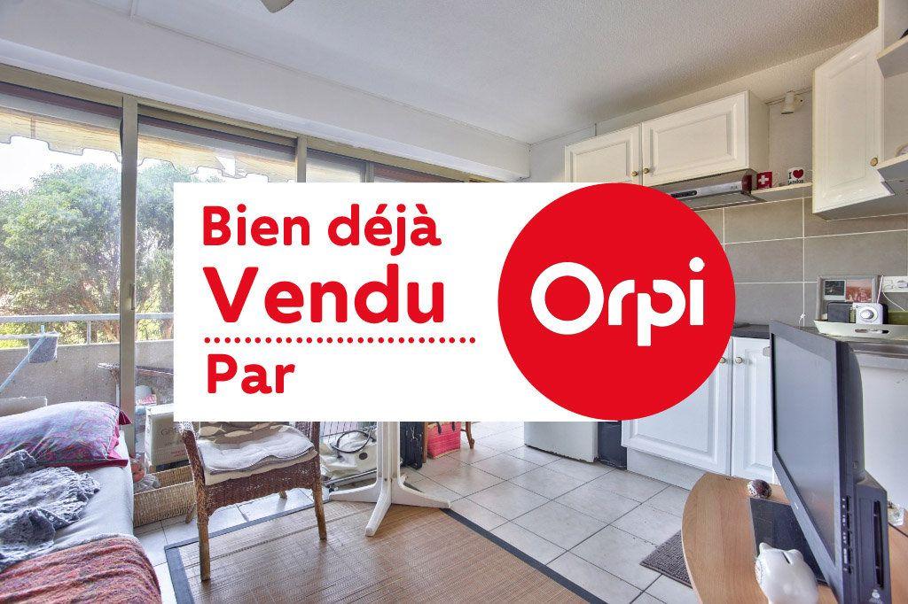 Appartement à vendre 1 20m2 à Mandelieu-la-Napoule vignette-1