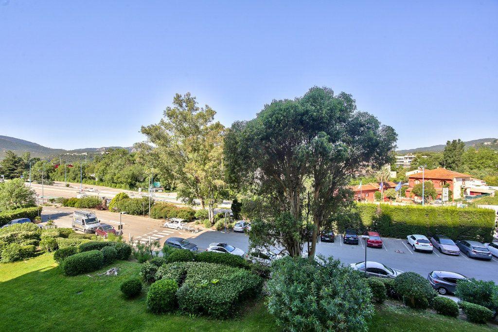 Appartement à vendre 1 20m2 à Mandelieu-la-Napoule vignette-5