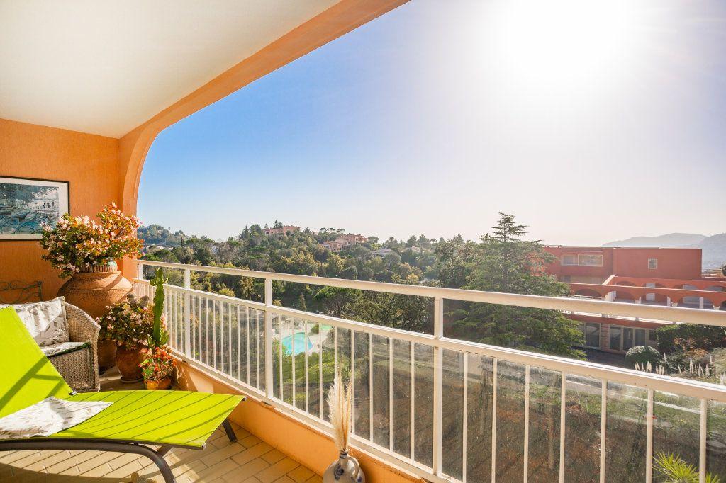 Appartement à vendre 3 69.04m2 à Mandelieu-la-Napoule vignette-1