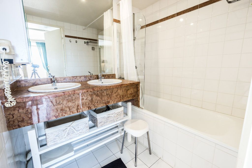 Appartement à vendre 4 77.25m2 à Mandelieu-la-Napoule vignette-8