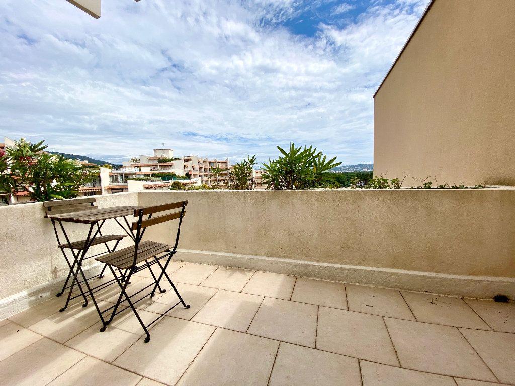 Appartement à vendre 4 77.25m2 à Mandelieu-la-Napoule vignette-10