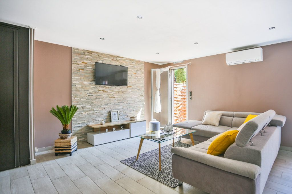 Appartement à vendre 3 65.11m2 à Mandelieu-la-Napoule vignette-2