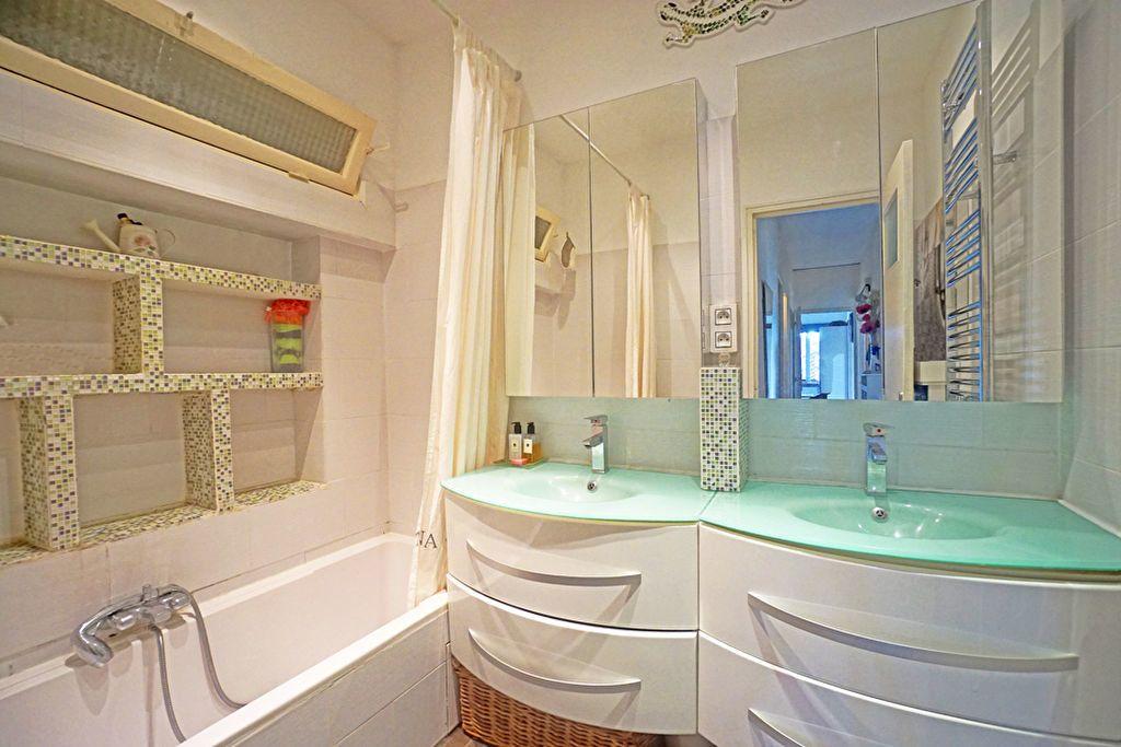 Appartement à vendre 3 72.5m2 à Mandelieu-la-Napoule vignette-11