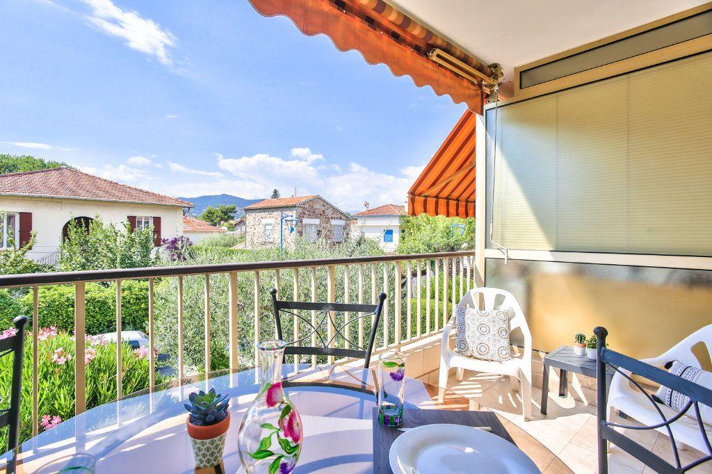 Appartement à vendre 2 34m2 à Mandelieu-la-Napoule vignette-2