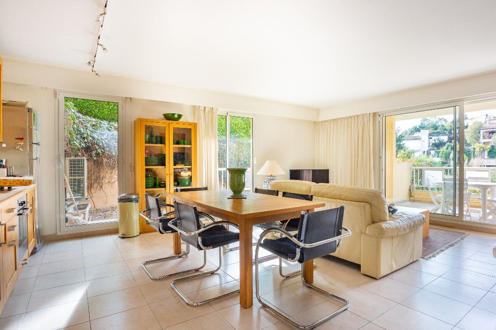 Appartement à vendre 4 100m2 à Mandelieu-la-Napoule vignette-2