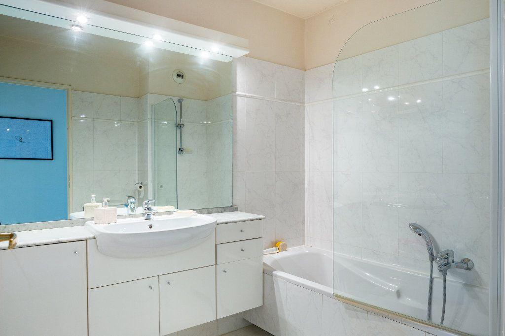 Appartement à vendre 4 100m2 à Mandelieu-la-Napoule vignette-15