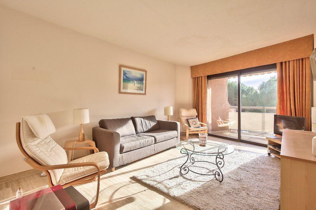 Appartement à vendre 3 56.1m2 à Mandelieu-la-Napoule vignette-1