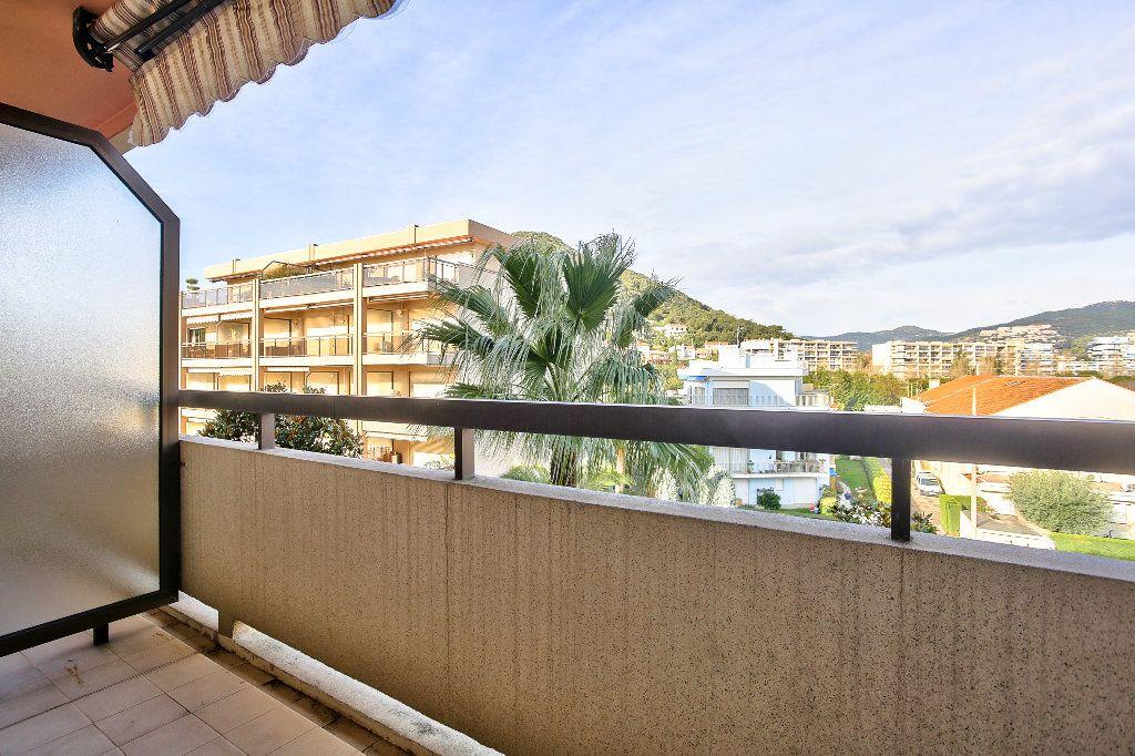 Appartement à vendre 3 56.1m2 à Mandelieu-la-Napoule vignette-2