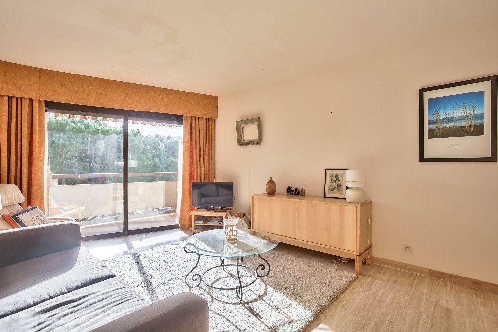 Appartement à vendre 3 56.1m2 à Mandelieu-la-Napoule vignette-3