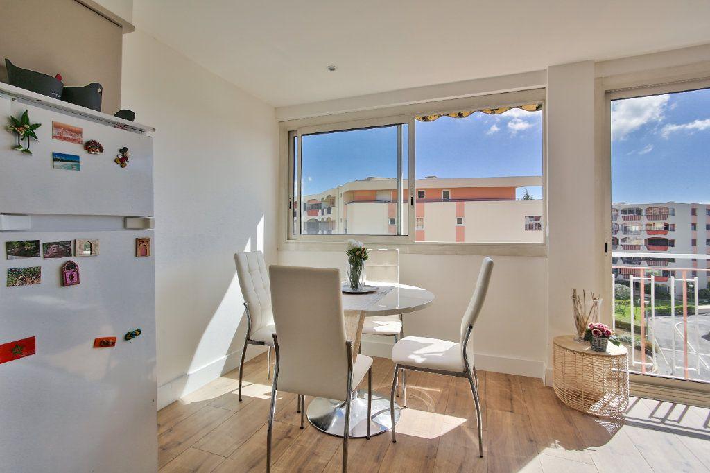 Appartement à louer 2 41.45m2 à Mandelieu-la-Napoule vignette-3