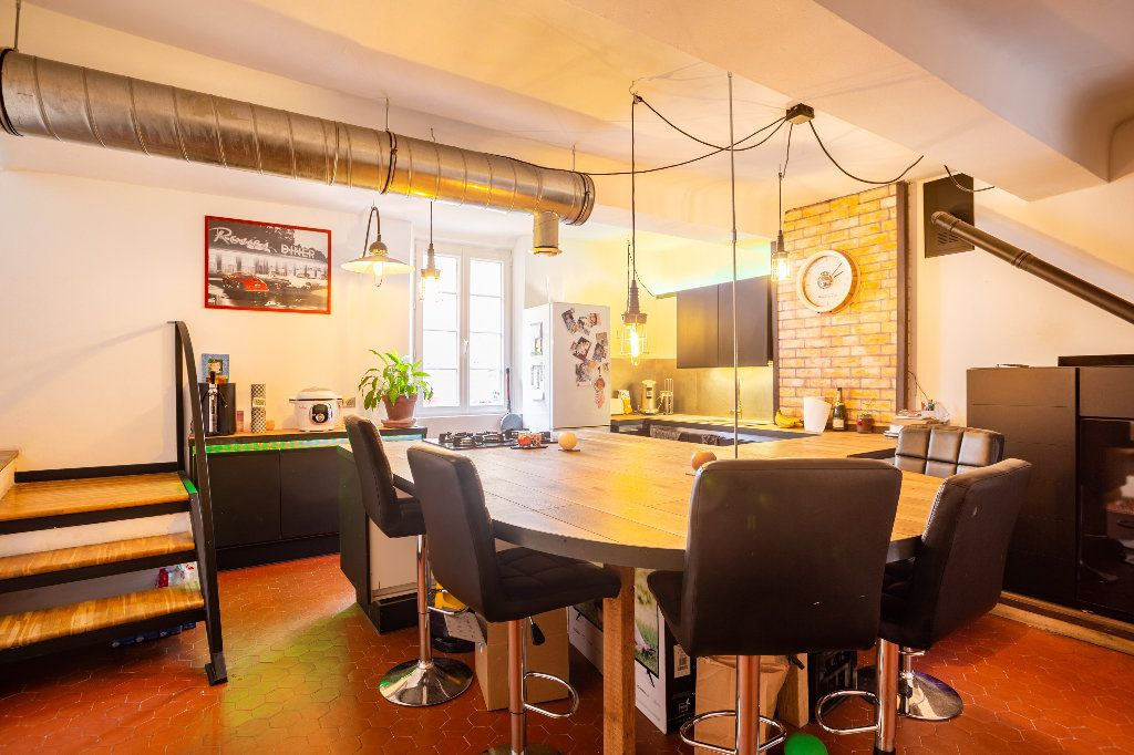 Appartement à vendre 4 122.51m2 à Seillans vignette-2
