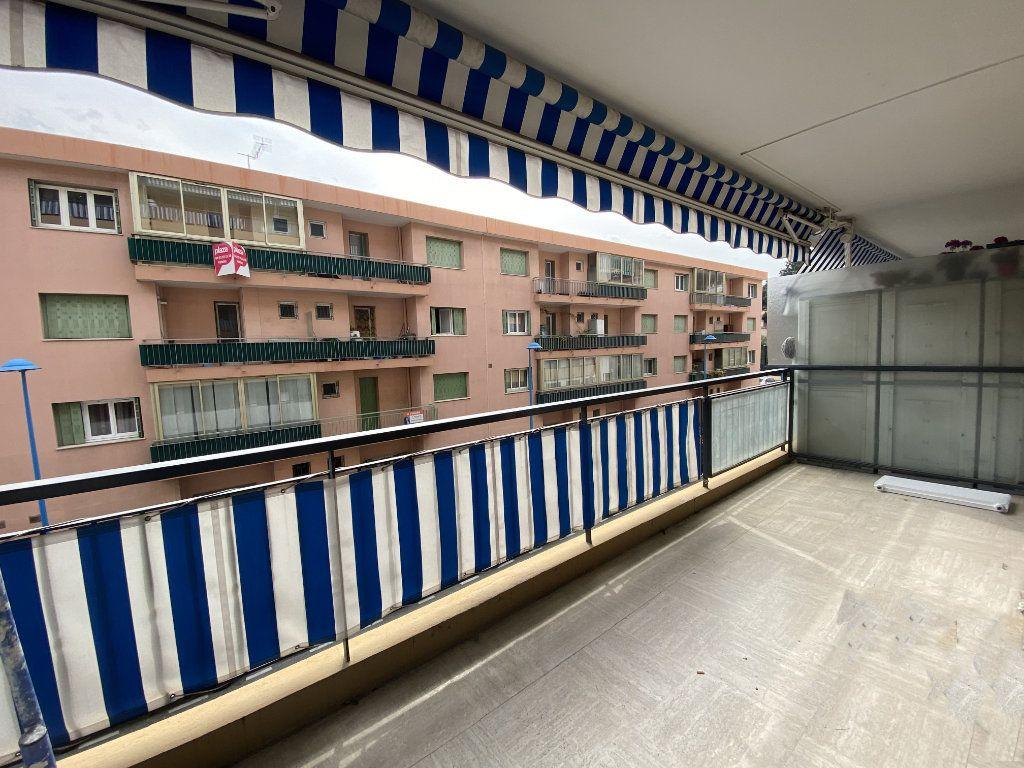 Appartement à louer 3 67.24m2 à Mandelieu-la-Napoule vignette-2