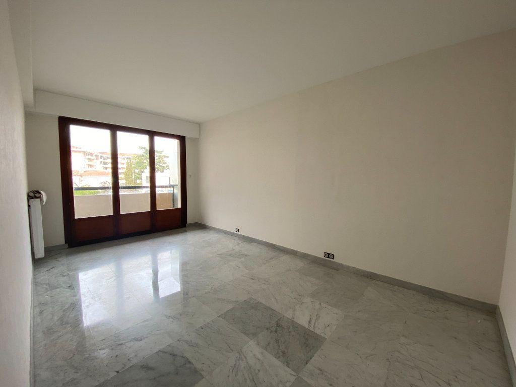 Appartement à louer 3 67.24m2 à Mandelieu-la-Napoule vignette-3