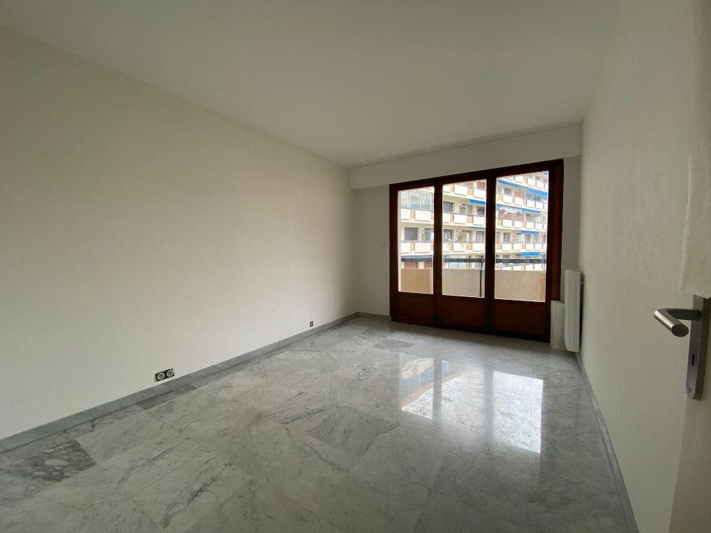 Appartement à louer 3 67.24m2 à Mandelieu-la-Napoule vignette-4