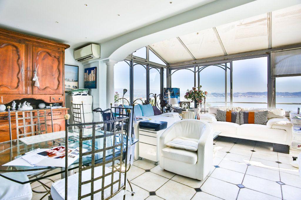 Maison à vendre 7 180m2 à Théoule-sur-Mer vignette-6