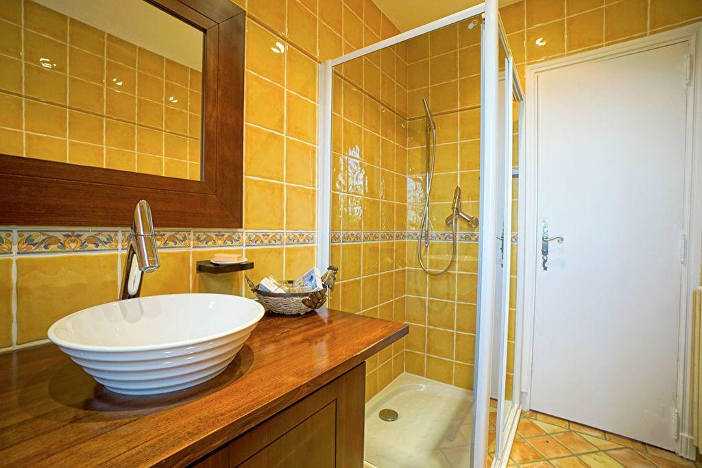 Maison à vendre 6 180m2 à Saint-Raphaël vignette-5