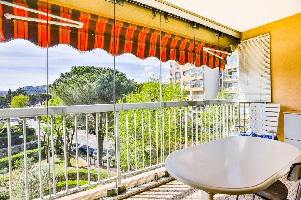 Appartement à vendre 3 69m2 à Mandelieu-la-Napoule vignette-3