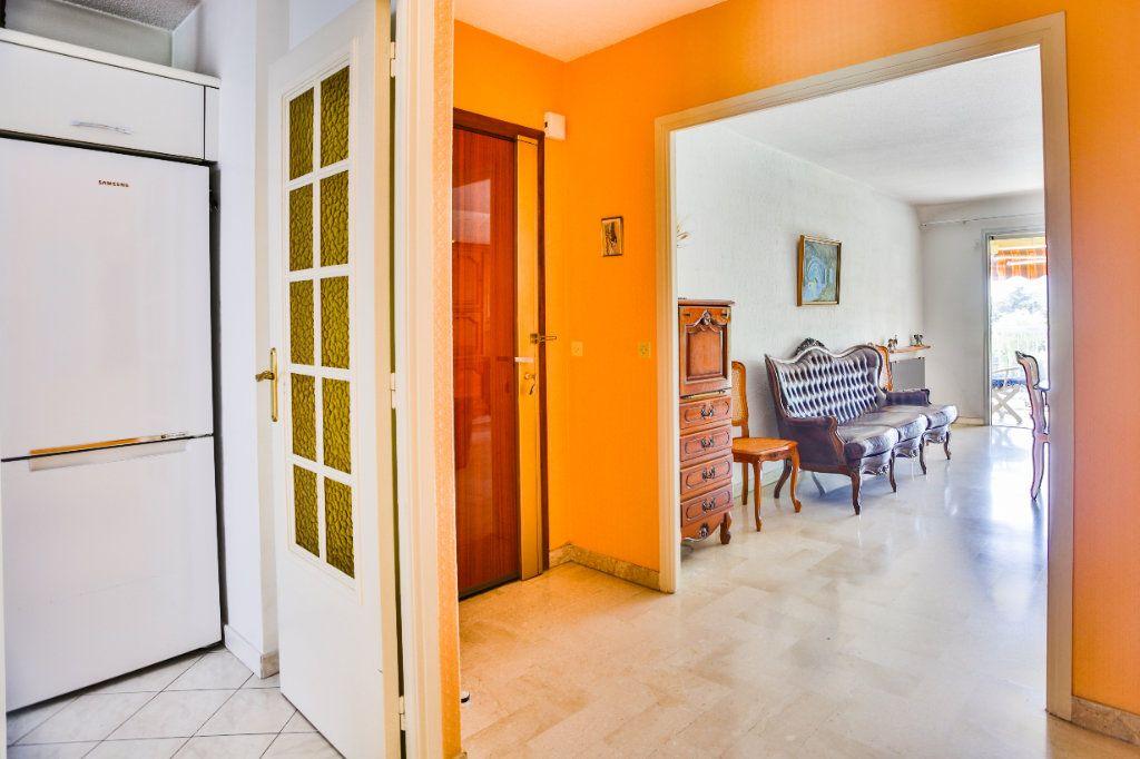 Appartement à vendre 3 69m2 à Mandelieu-la-Napoule vignette-5