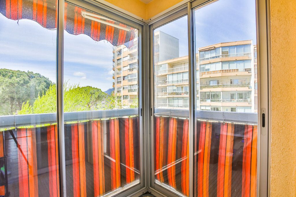 Appartement à vendre 3 69m2 à Mandelieu-la-Napoule vignette-9