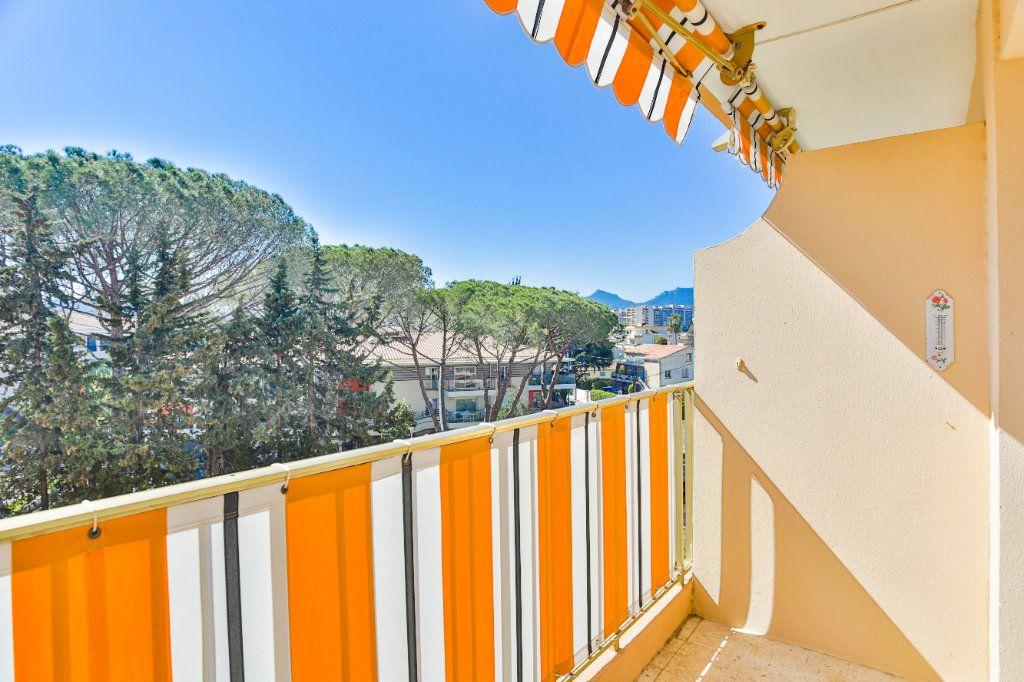 Appartement à vendre 3 65.5m2 à Mandelieu-la-Napoule vignette-2