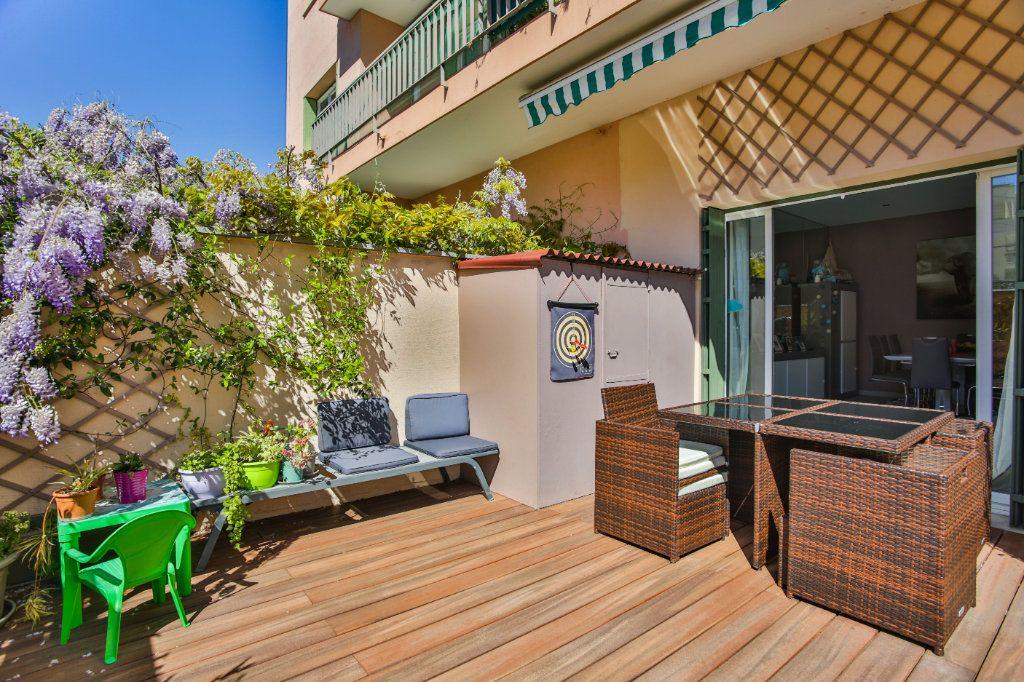 Appartement à vendre 3 65.9m2 à Mandelieu-la-Napoule vignette-1