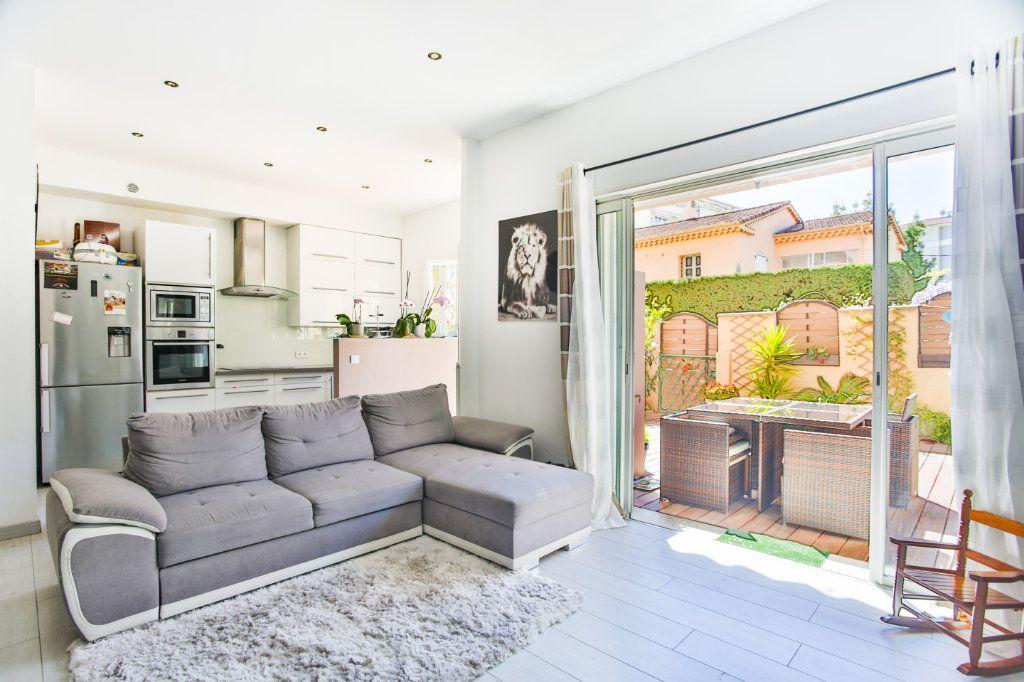 Appartement à vendre 3 65.9m2 à Mandelieu-la-Napoule vignette-2
