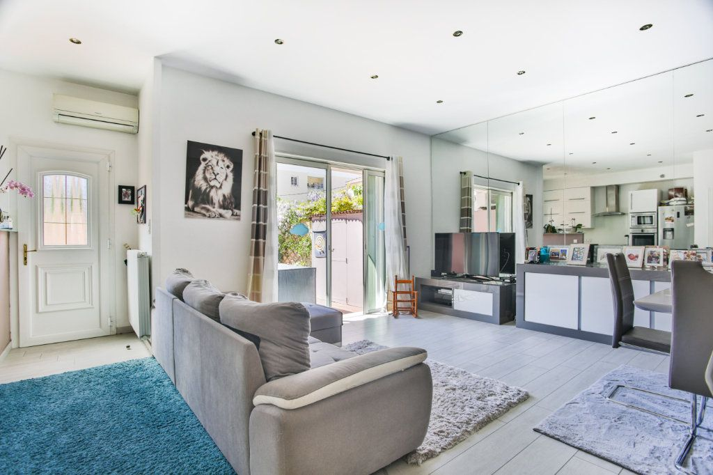 Appartement à vendre 3 65.9m2 à Mandelieu-la-Napoule vignette-3