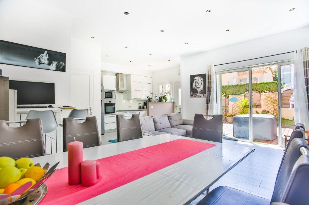 Appartement à vendre 3 65.9m2 à Mandelieu-la-Napoule vignette-5