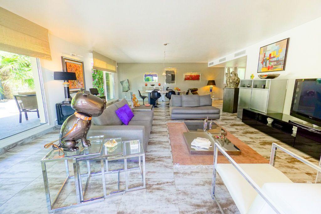Appartement à vendre 4 160.07m2 à Mandelieu-la-Napoule vignette-3