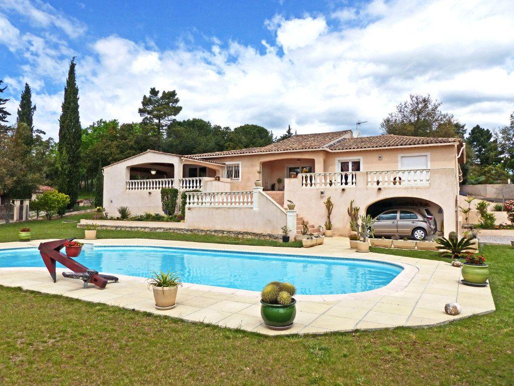 Maison à vendre 7 340m2 à Bagnols-en-Forêt vignette-1