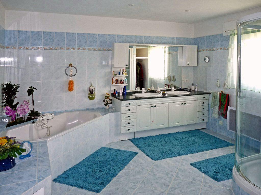 Maison à vendre 7 340m2 à Bagnols-en-Forêt vignette-7