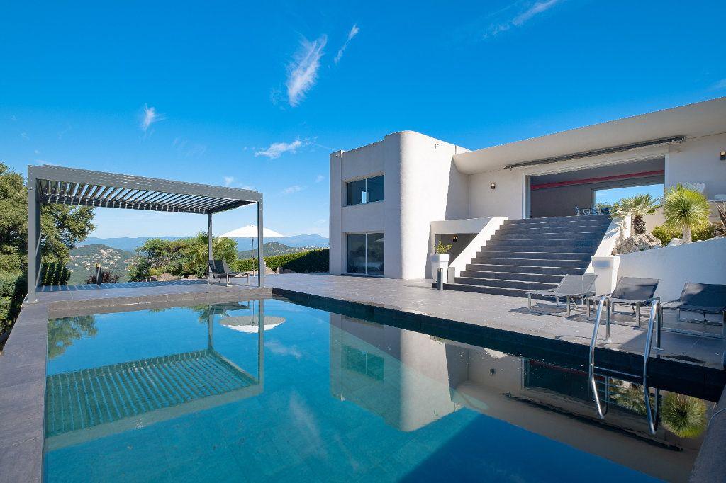 Maison à vendre 8 349.26m2 à Fréjus vignette-2